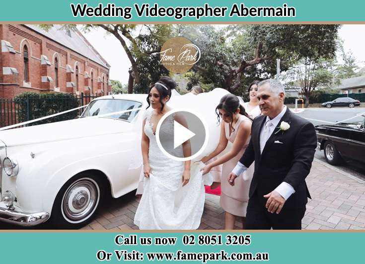 The Bride going to the wedding venue with her family Abermain 2326
